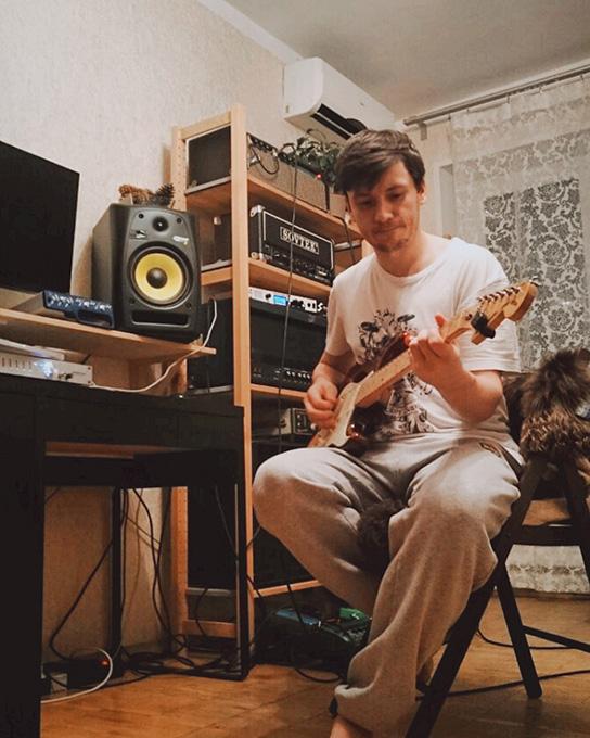 Антон А. пишет гитары