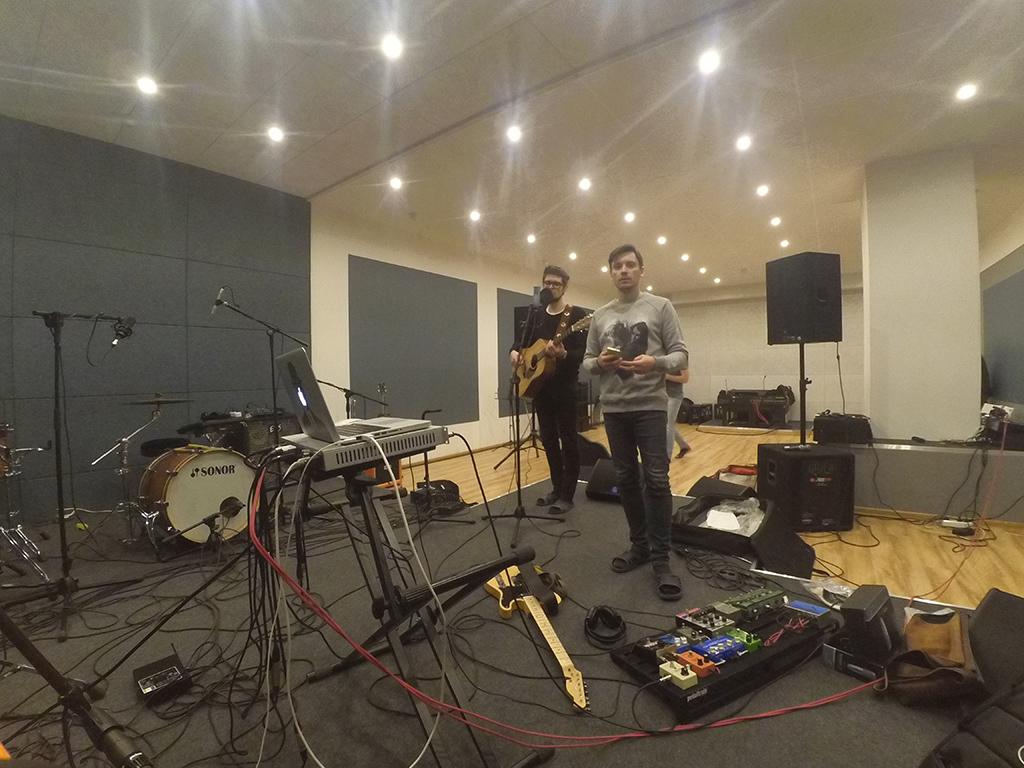 Вторая рекорд сессия для Hello Jonathan